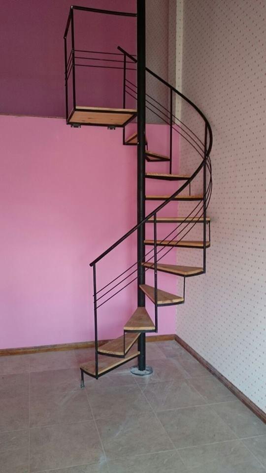 Escaleras de interior economicas cheap maneras de aprovechar el hueco de la escalera with - Escaleras de caracol economicas ...