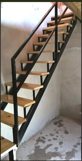 Escaleras caracol y rectas hierro y madera en for Escalera recta de hierro y madera