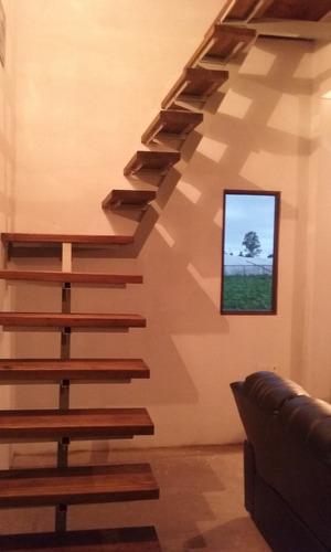 escaleras, colocación de techos y albañilería en gral .