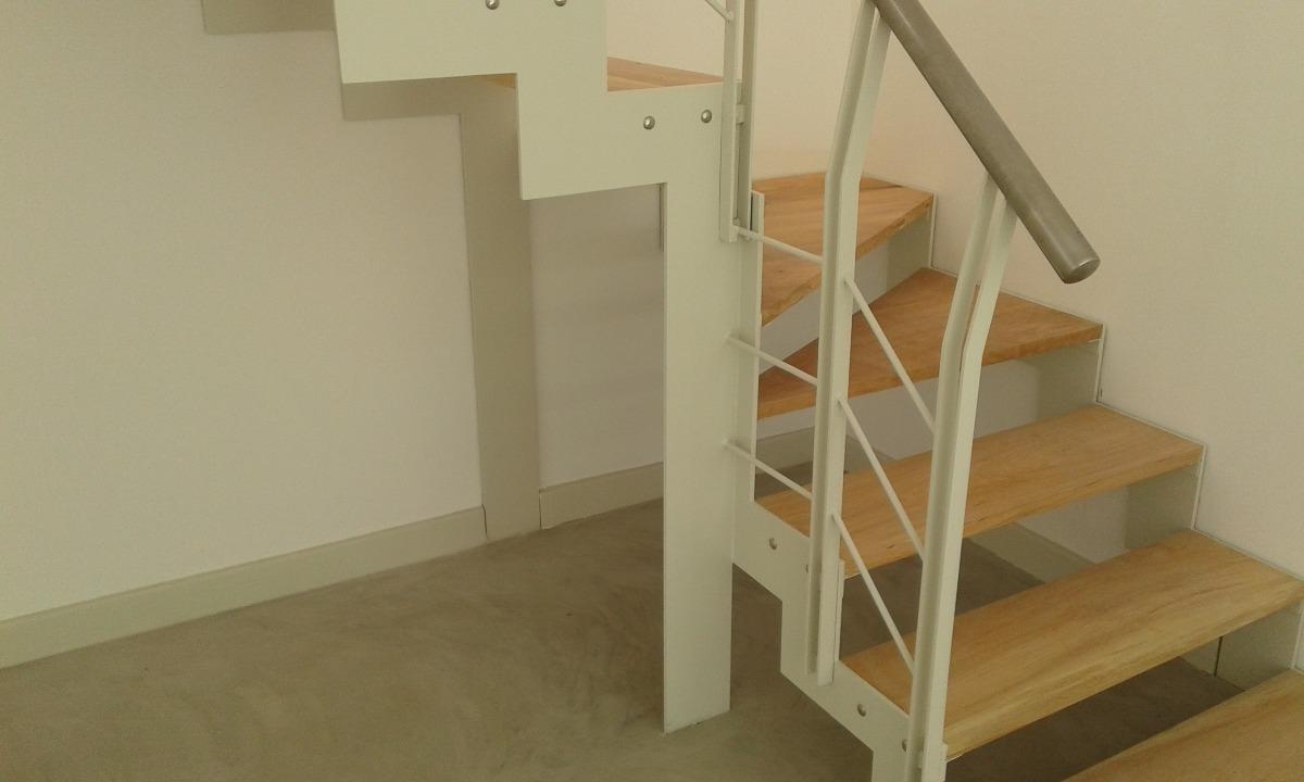 cargando zoom - Escaleras Madera