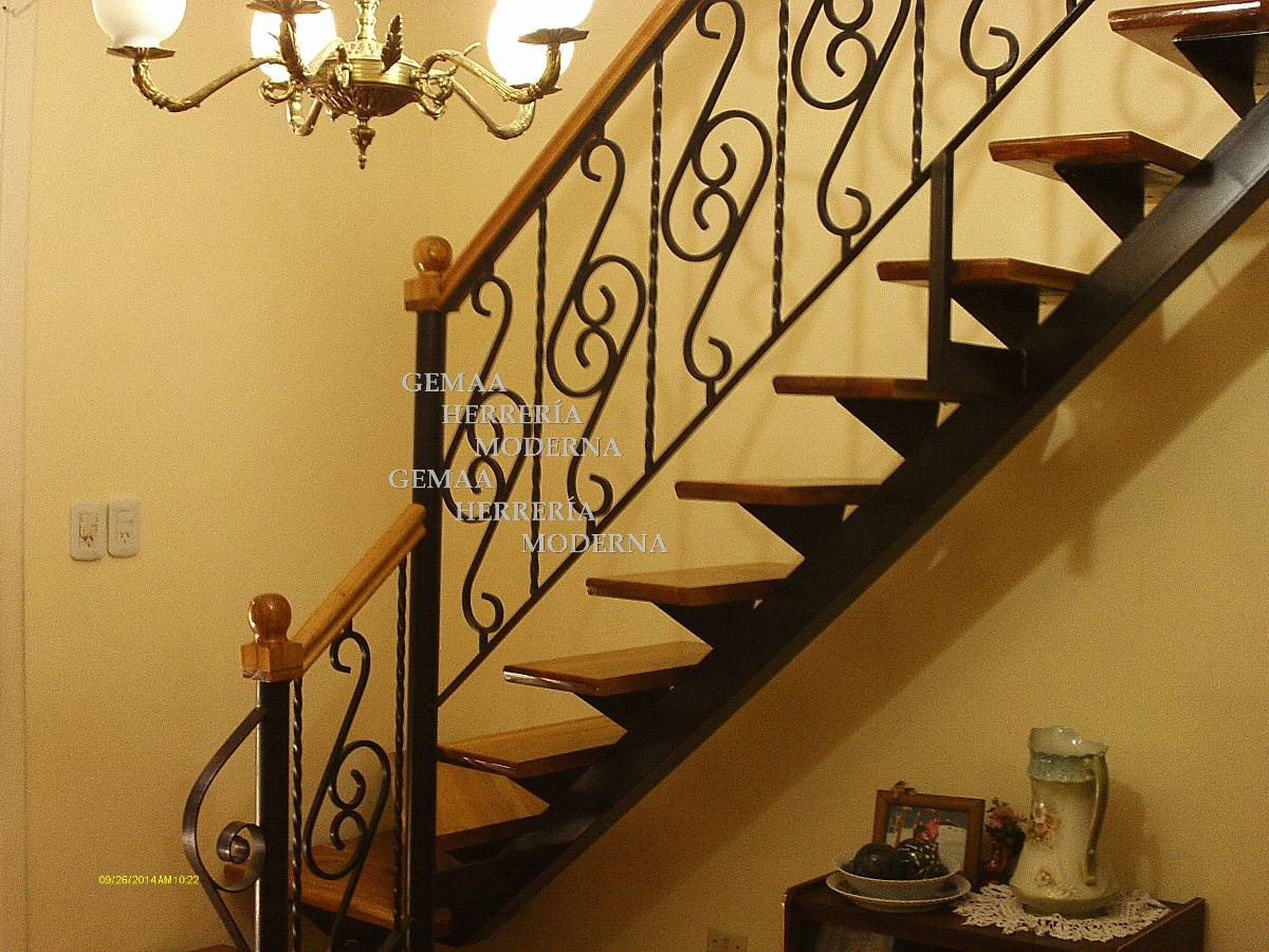 escaleras con barandas de diseo en hierro y madera lans