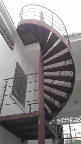 escaleras de caracol  ahorra espacio y es decorativa