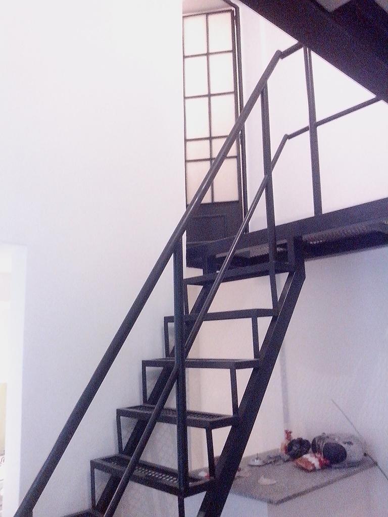 escaleras de hierro metal desplegado barandas