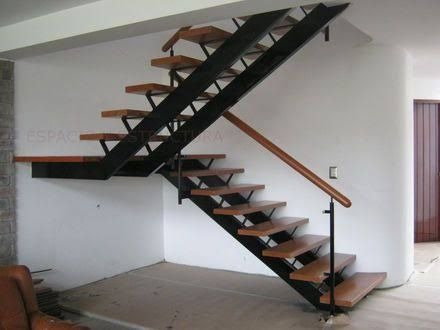 escaleras de hierro y madera