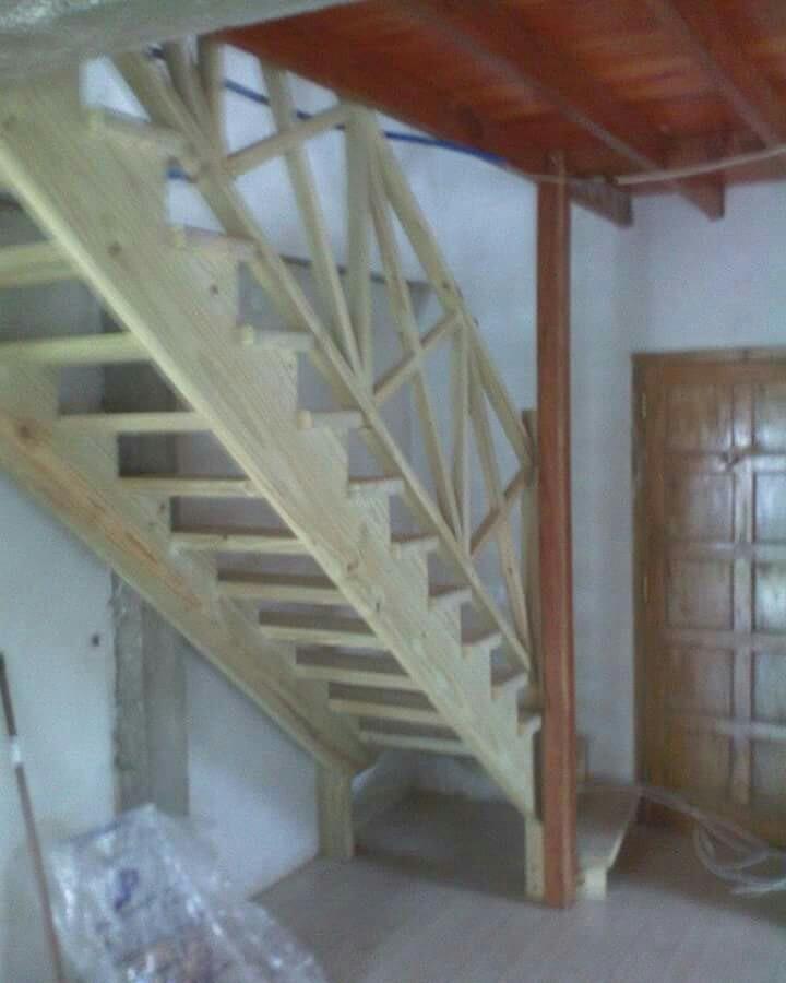 Escalera de madera interior escalera de madera zanca - Escaleras de interior ...