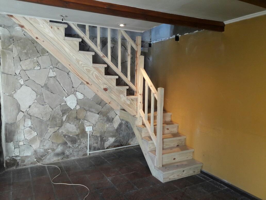 Fotos de escaleras de madera escalera de madera con barandilla de madera y aceroeima - Escaleras de interior de madera ...