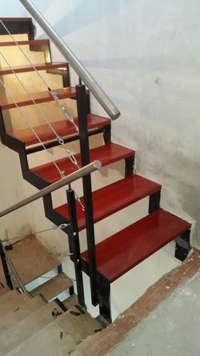 escaleras de interior, hierro y madera entrepisos metálicos.