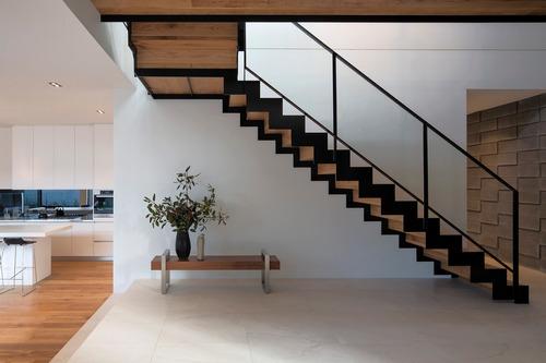 escaleras de interior. hierro y madera. entrepisos metálicos