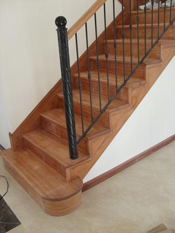 De escaleras en madera escaleras de madera pintor for Escaleras de madera interior precio