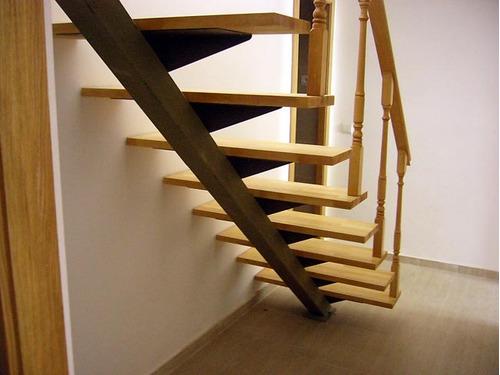 Barandas de escaleras de madera barandas originales para for Escalera recta de hierro y madera