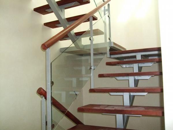 Escaleras hierro c madera barandas hierro 400 00 en for Escalera de metal con descanso