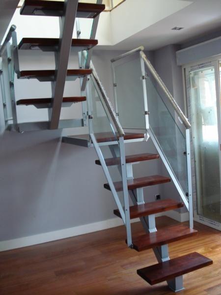 Barandas de escaleras de hierro escalera estructural en for Escalera recta de hierro y madera
