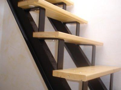 Escaleras hierro c madera barandas inoxidable 400 for Escalera hierro