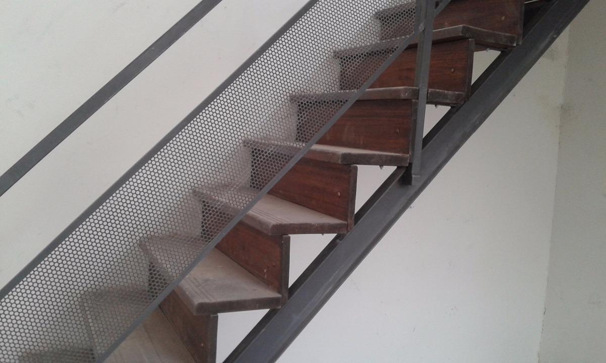 Escaleras hierro y madera en mercado libre for Construccion de escaleras de hierro