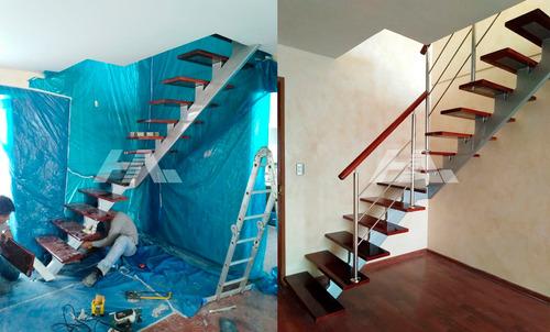 escaleras metálicas, caracol, barandas de acero inoxidable