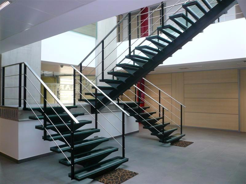 Escaleras met licas variedad de dise os en - Chimeneas metalicas de diseno ...