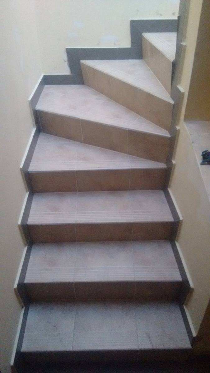 Escaleras prefabricadas en concreto en mercado for Formas de escaleras de concreto