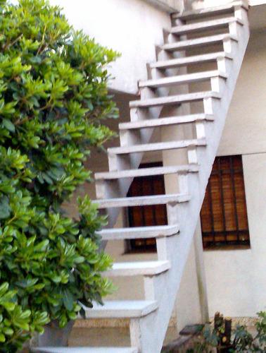 escaleras premoldeadas de hormigon. instalación en el día!