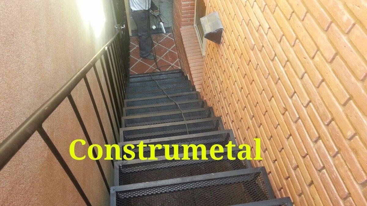 escaleras rectass de exterior metal desplegado