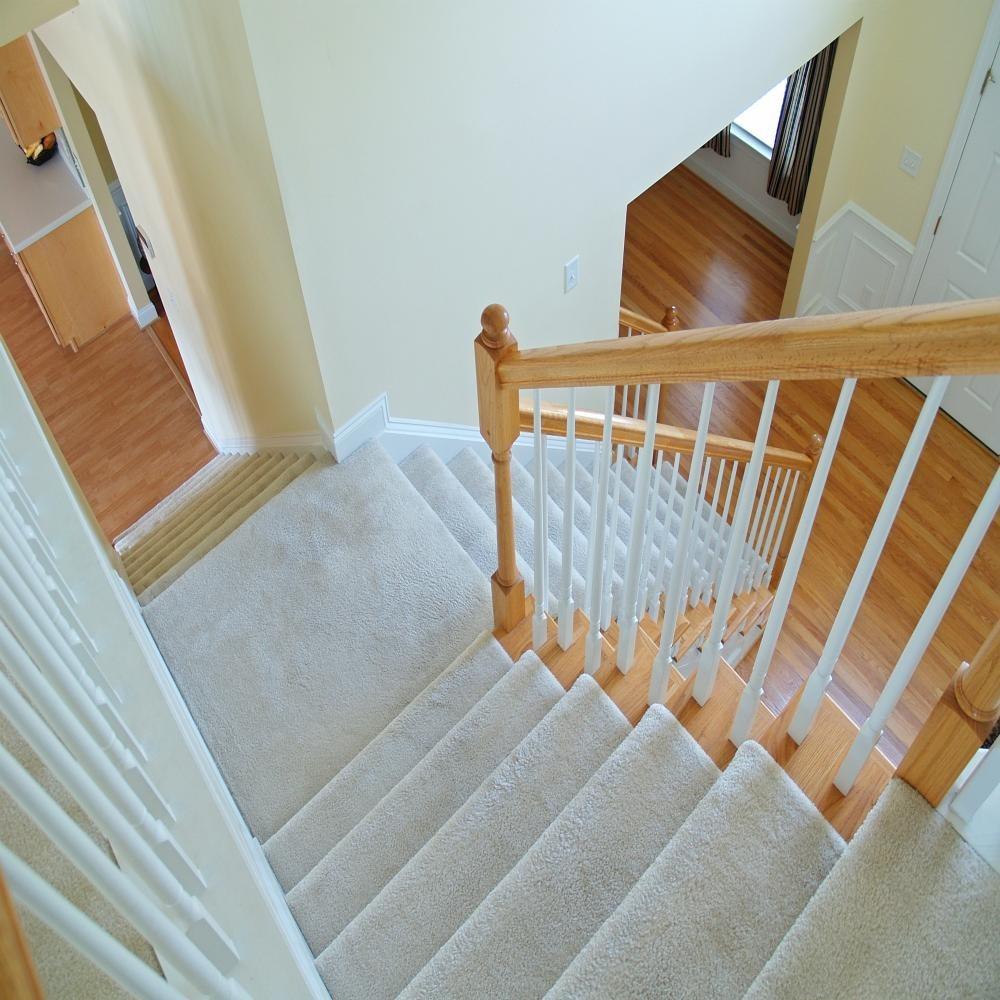 Escaleras revestidas con alfombra en mercado libre for Alfombra costo