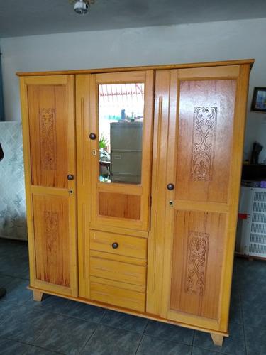 escaparate closet de madera