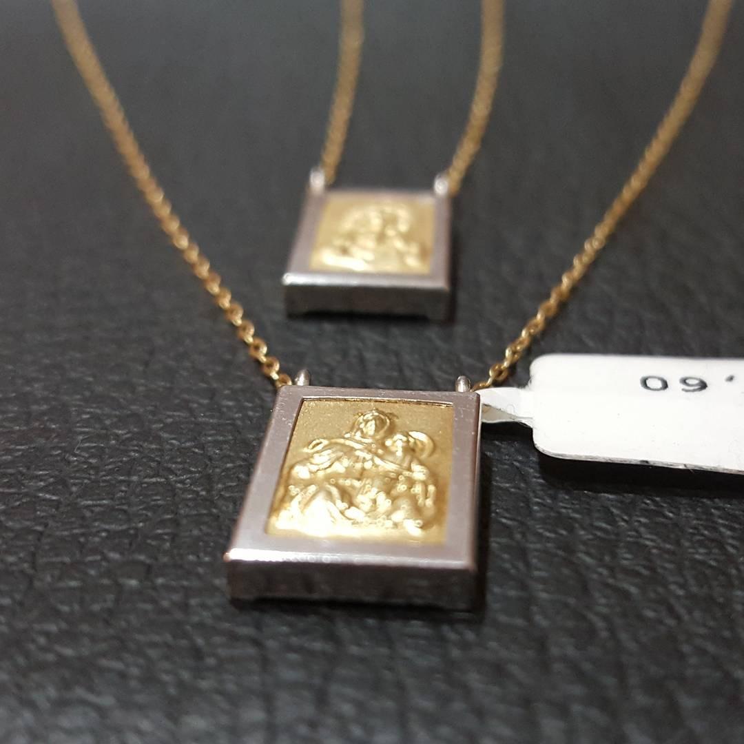 af1c1eea0c7e5 Escapulário Masculino Em Ouro Amarelo E Ouro Branco - R  1.400