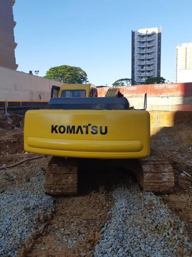 escavadeira komatsu pc200