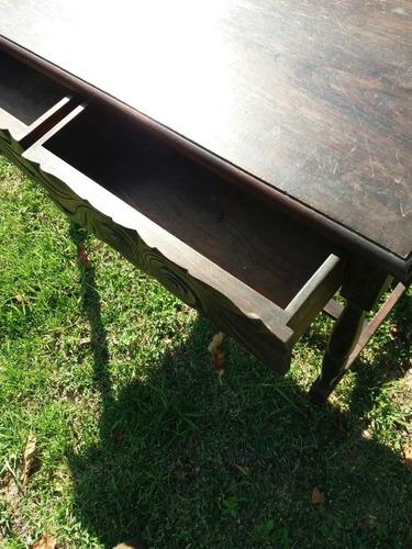 escritorio antiguo con tallas a mano