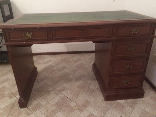 escritorio antiguo de roble lustrado, tapa de cuero y silla