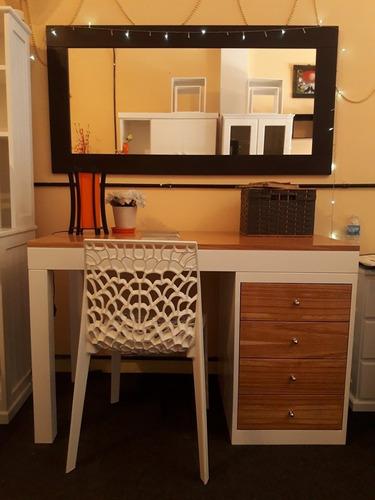 escritorio con alzada o mesa de computación en mdf laqueado