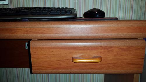escritorio con gaveta
