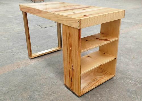 escritorio con repisas madera tarima sustentable