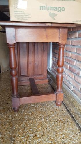 escritorio de algarrobo con cajones
