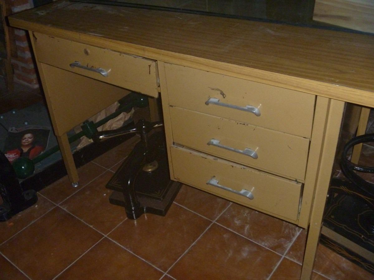 Escritorio de oficina fabulous escritorio oficinaal with for Muebles de oficina usados