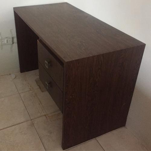 escritorio de formica pequeño