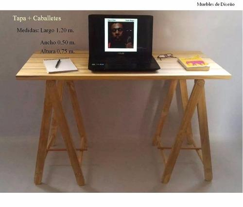 escritorio de madera con caballetes