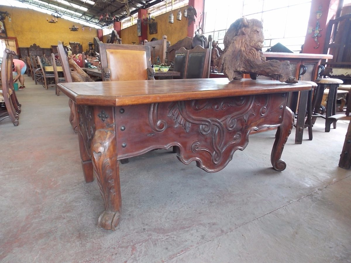 escritorio de mezquite tallado a mano estilo antiguo