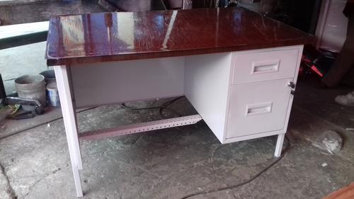 escritorio ejecutivo de 70x 1.50 x 70 metalico con cajones