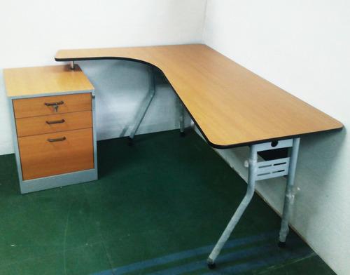 escritorio ejecutivo tipo lazio de 150x115x75 con gavetero