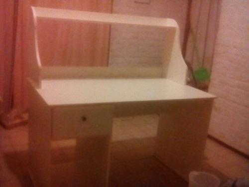escritorio grande, desarmable traído de españa, con repisa