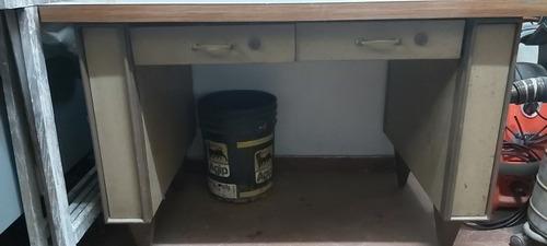 escritorio metalico con cajones en excelente estado