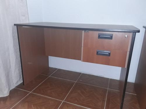 escritorio secretarial de 1.20 x 0.60 x 0.76.