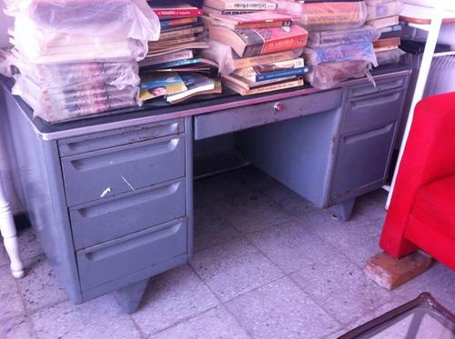 escritorio usado  metalico gris