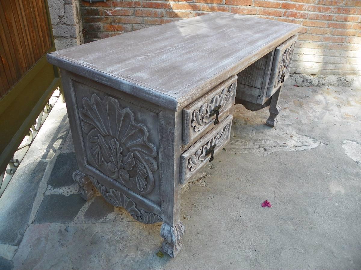 Escritorio vintage tallado en madera decapado antiguo - Decapado sobre madera ...