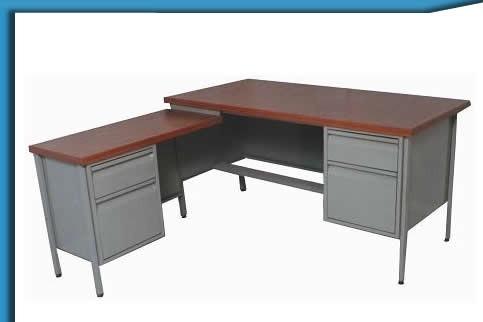 Escritorios metalicos escritorios en melamina y for Pedestales metalicos para mesas