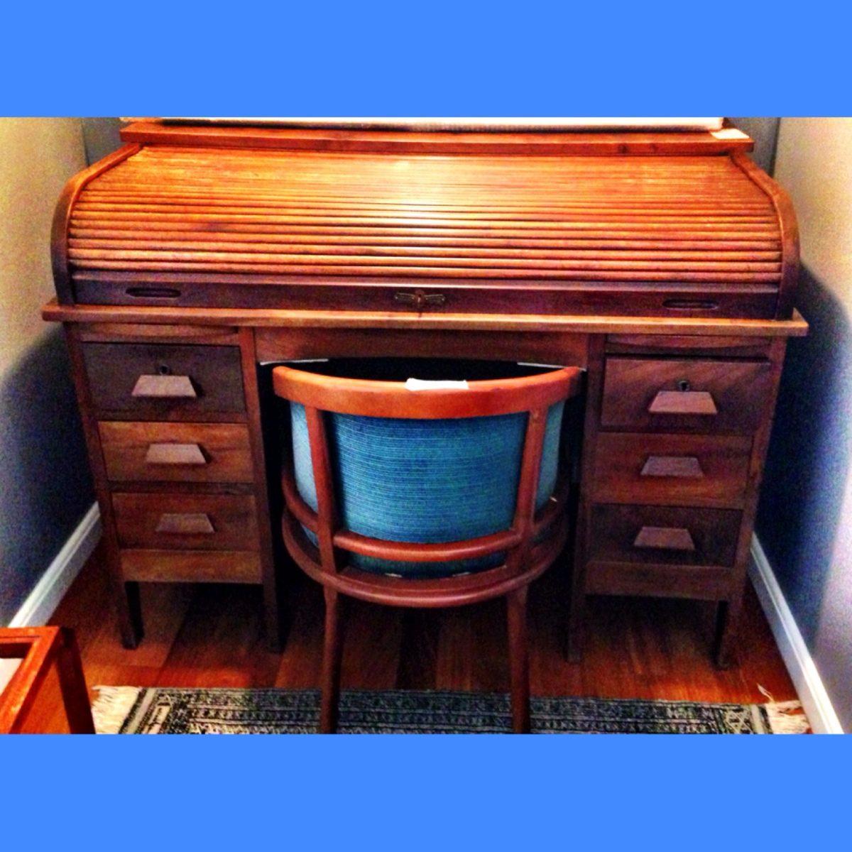 Escrivaninha Papeleira Xerife Reformada 30 Acompanha Cadeira R$ 2  #024FC9 1200x1200