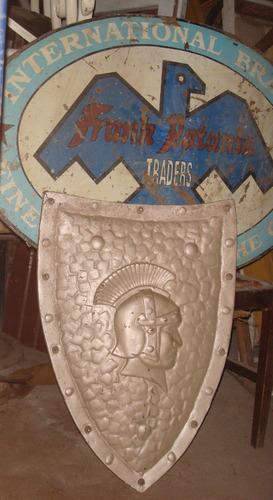 escudo bar medieval ideal para hogar a leña .