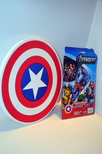 escudo capitán américa & muñeco con luz!