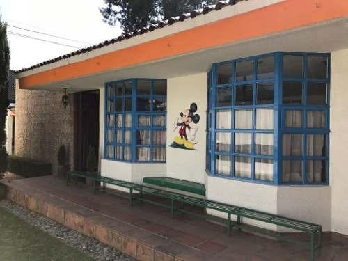 escuela en funcionamiento excelente estado