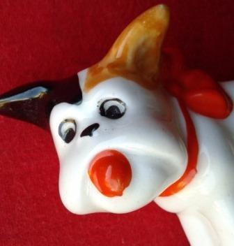 escultura antiga - cachorro em porcelana  - cu